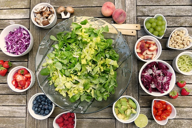 eat healthy salad vegetables